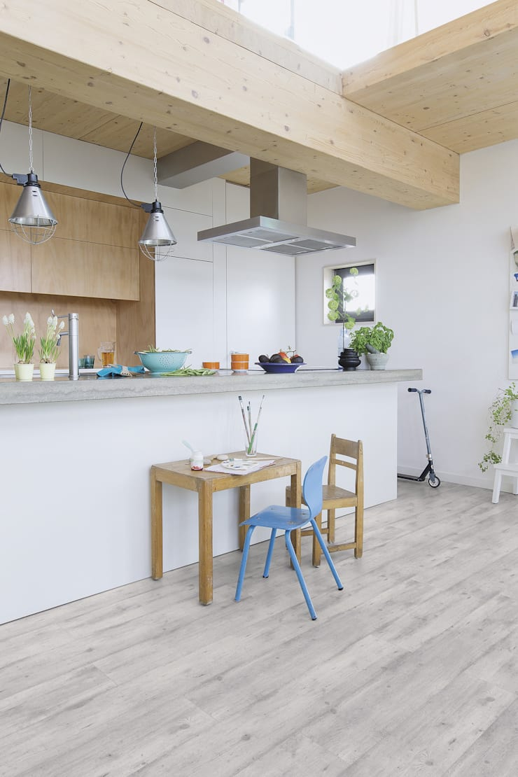 Concrete Wood Light Grey:  Walls & flooring by Quick-Step