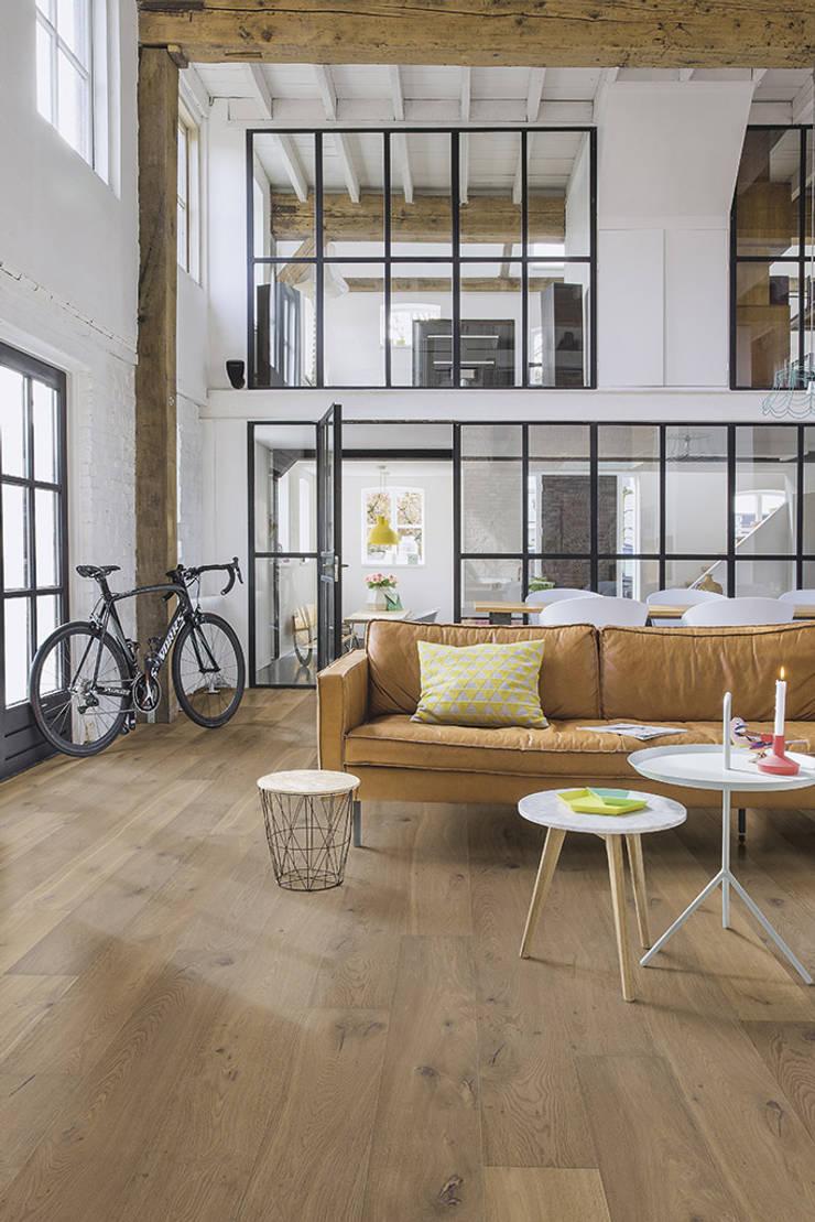 Cinnamon Oak:  Walls & flooring by Quick-Step
