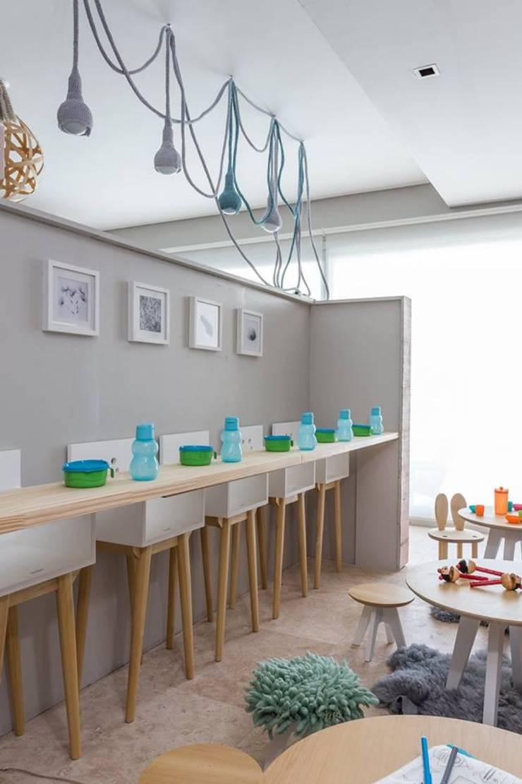 Víbora: Dormitorios infantiles  de estilo  por Mags Design