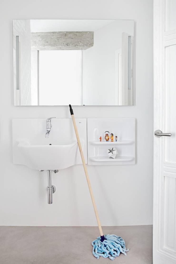 Baño Principal: Baños de estilo  de Sucursal urbana universo Sostenible