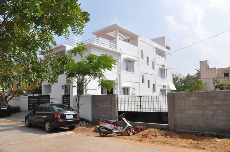 Independent Villas:  Balconies, verandas & terraces  by Cubit Architects