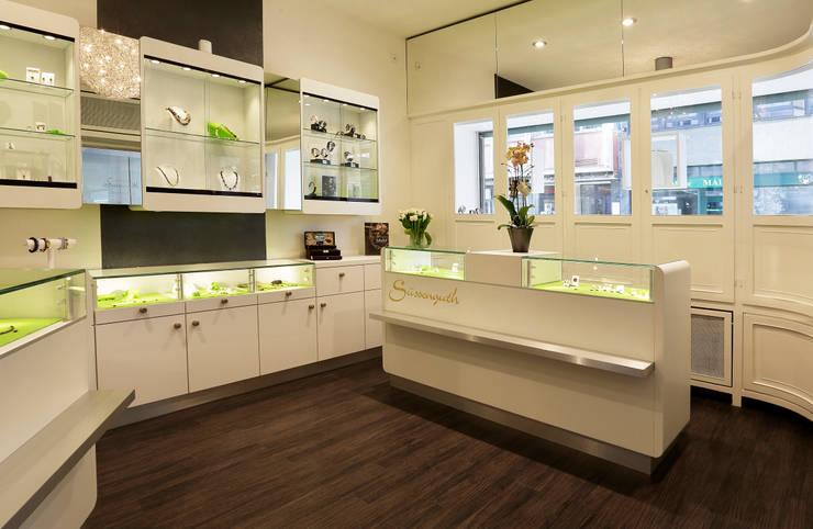 Juwelier Süßenguth:  Office spaces & stores  by Schmitt Ladenbau GmbH