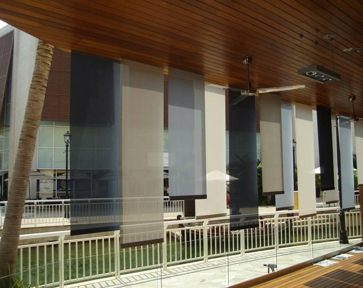 Persianas enrollables: Balcones y terrazas de estilo  por Arquiindeco