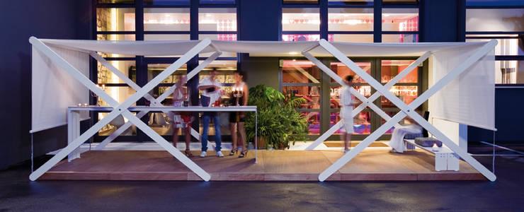 XZONE: Balcone, Veranda & Terrazzo in stile  di ALL PLUS,