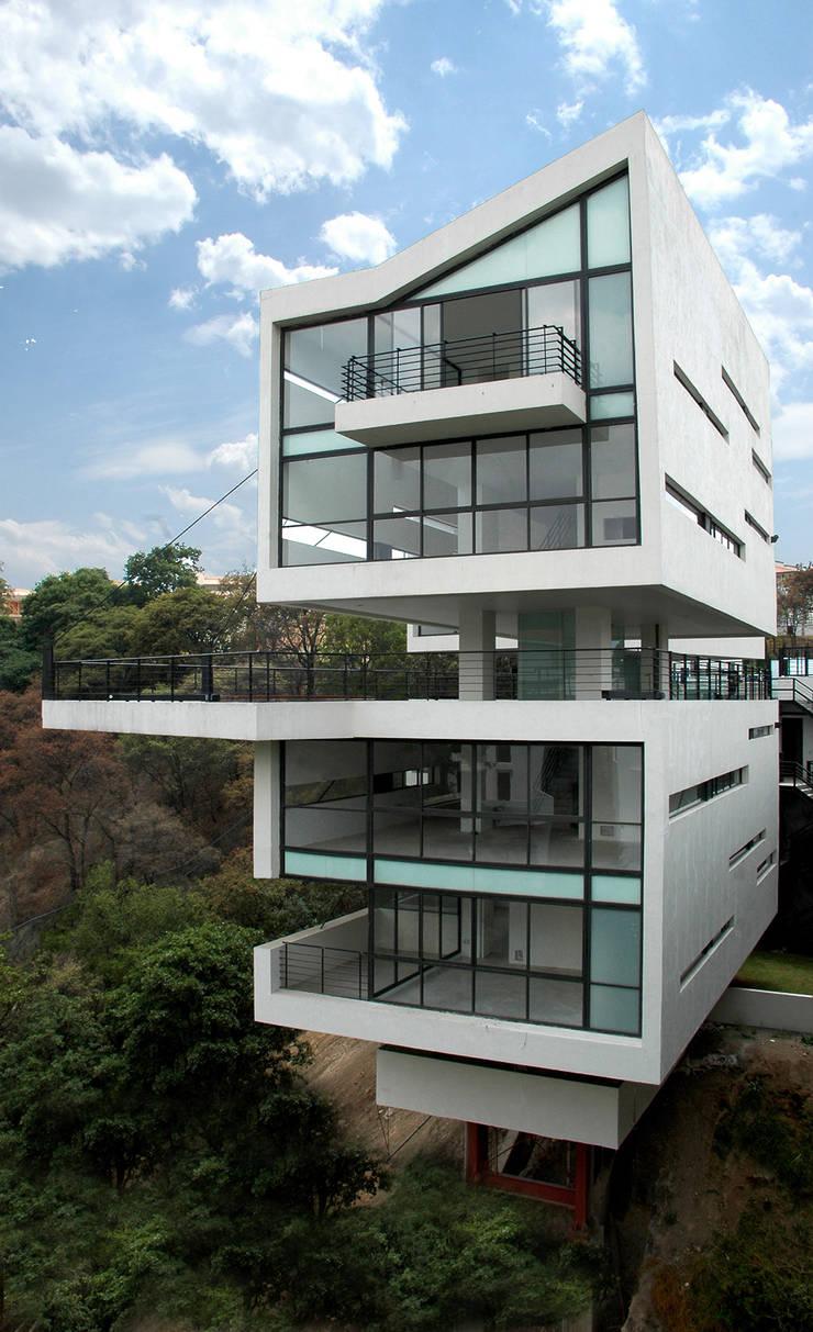 4 Casas LCC: Casas de estilo  por Gaeta Springall Arquitectos