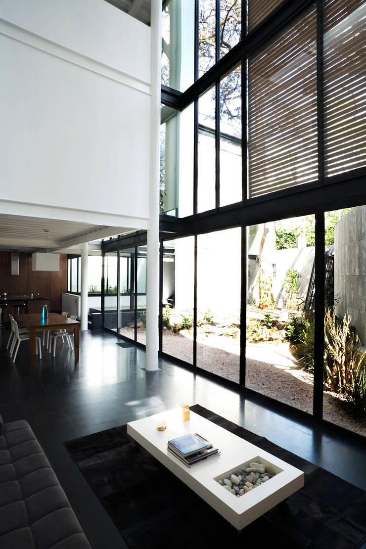 Casa B: Comedores de estilo  por Gaeta Springall Arquitectos