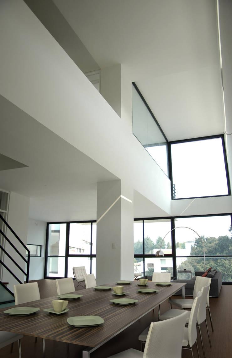 4 Casas LCC: Comedores de estilo  por Gaeta Springall Arquitectos