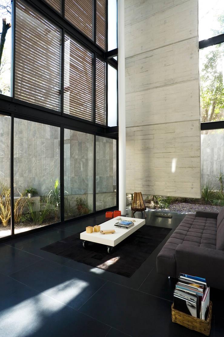 Casa B: Salas de estilo  por Gaeta Springall Arquitectos