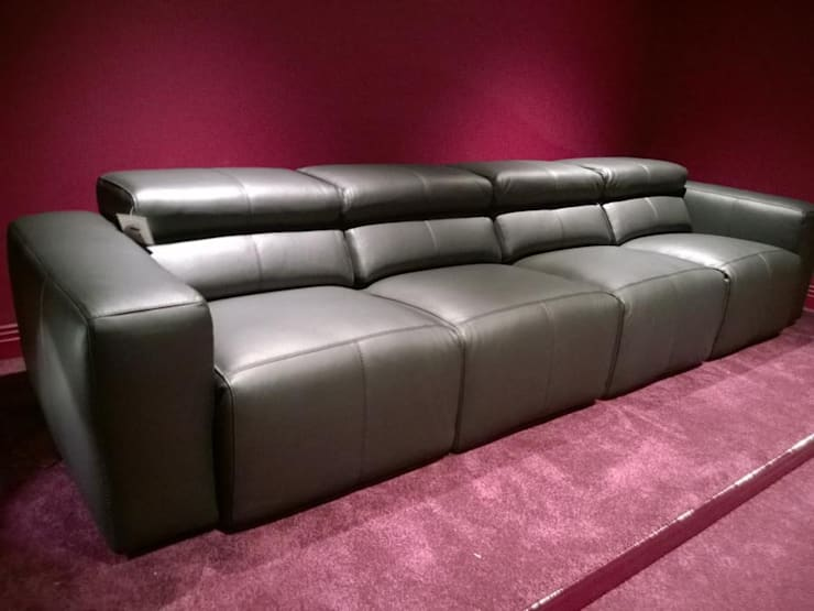 Cinema room sofa:  Multimedia room by Cadira