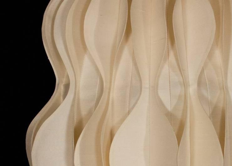 Philea: Soggiorno in stile  di Lamp Couture,