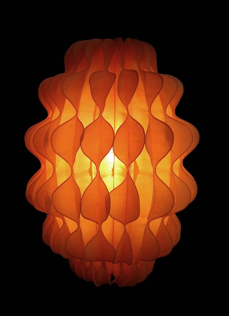 Febo: Soggiorno in stile  di Lamp Couture