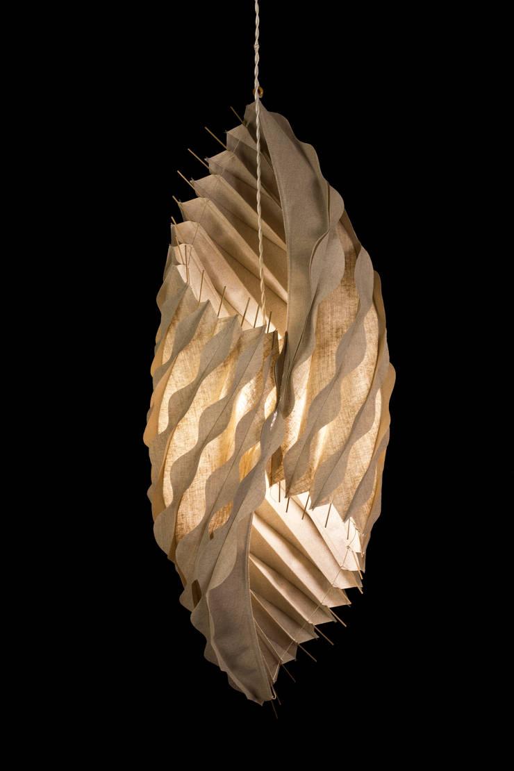 Tritone: Soggiorno in stile  di Lamp Couture
