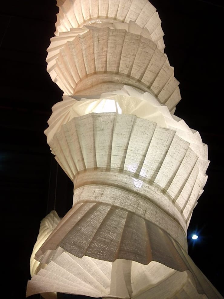 Spiral: Soggiorno in stile  di Lamp Couture