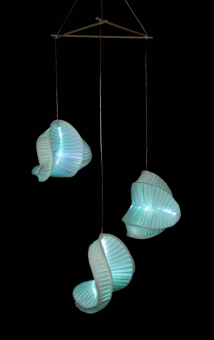 Diatom: Soggiorno in stile  di Lamp Couture,