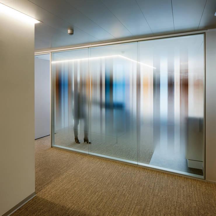 Etude d'avocats, transformation Genève: Bureaux de style  par meier + associés architectes