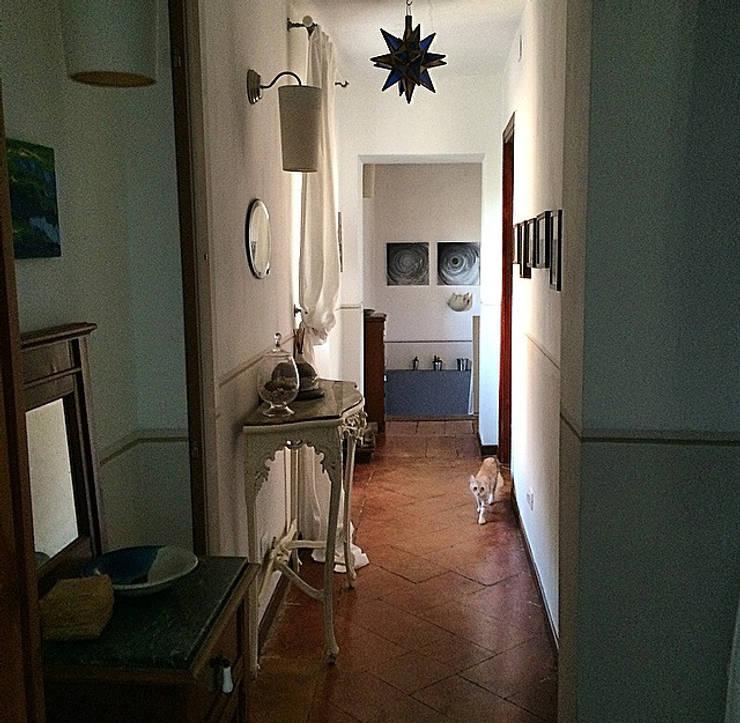 Corridoio: Ingresso & Corridoio in stile  di Arch. Silvana Citterio