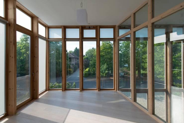 MAISON POUR ALAIN HUBERT: Maison de style  par Philippe SAMYN and PARTNERS, architects & engineers
