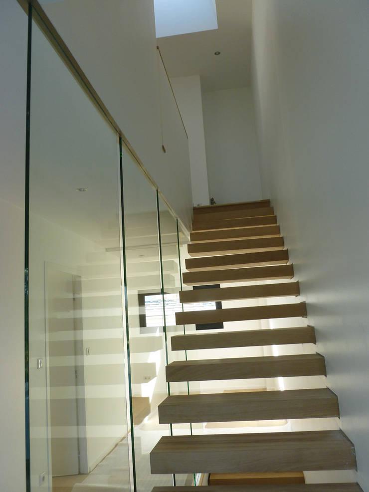 Un niveau au dessus: Maisons de style de style Moderne par ATELIER D'ARCHITECTURE ET D'URBANISME MARTIAL