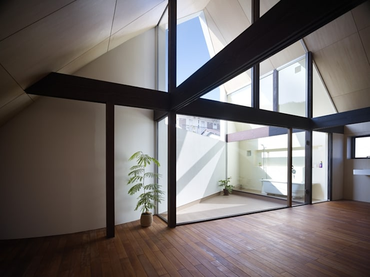 A House Made of Two: Naf Architect & Designが手掛けた家です。