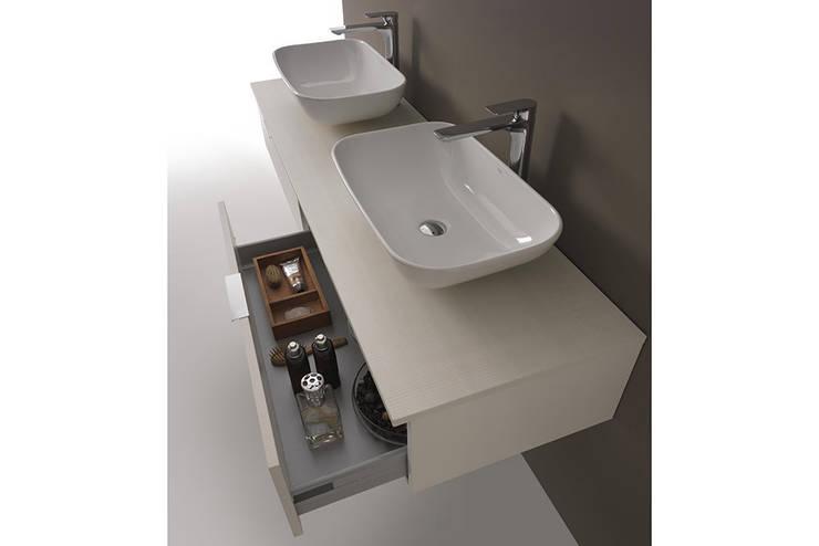 YOU & ME: Bagno in stile  di Ceramica Althea