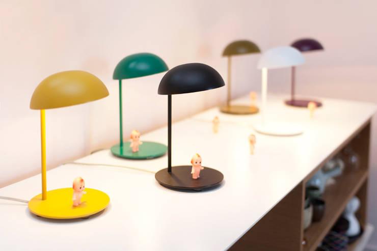 Pokko light | Maison Bensimon | A+A Cooren: Salon de style de style Minimaliste par A+A Cooren
