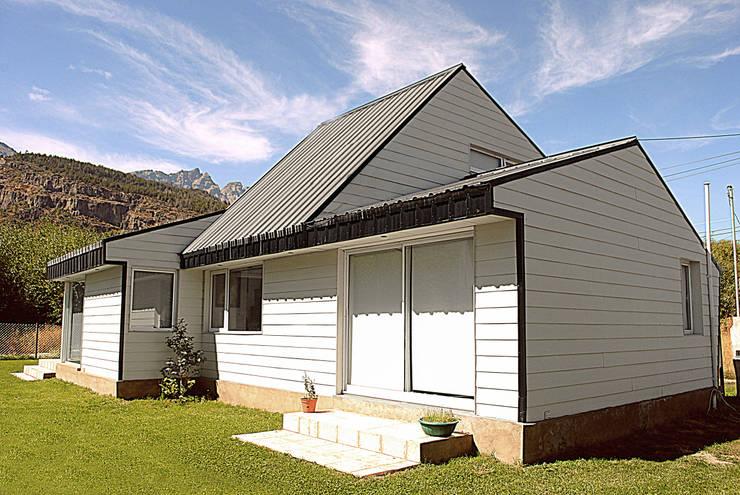 CASA ROBER: Casas de estilo  por JAARQ