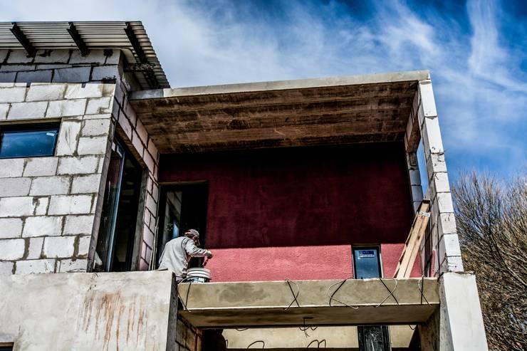 Vera: Casas de estilo  por Proa consultorio de arquitectura,