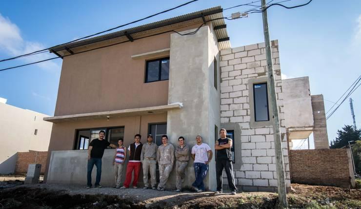 Seminario: Casas de estilo  por Cooperativa de Trabajo Habitat y Construccion la Integral Ltda.