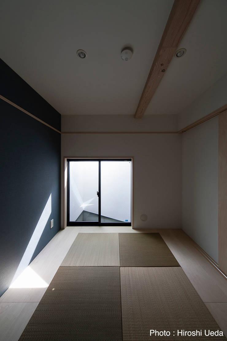 Salas de entretenimiento de estilo  por 石川淳建築設計事務所