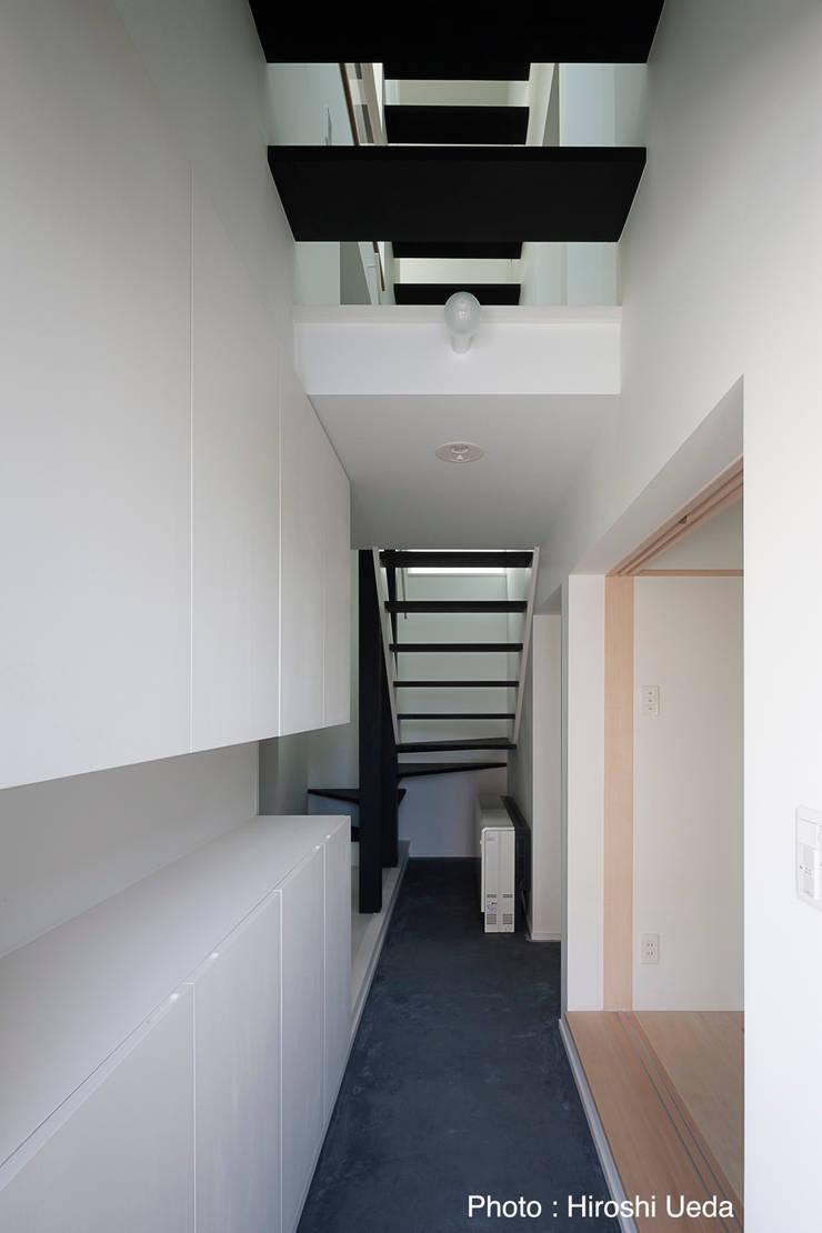 ระเบียงและโถงทางเดิน โดย 石川淳建築設計事務所,