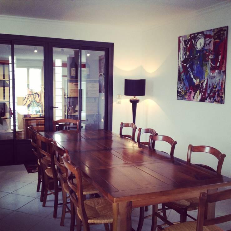 Villa méditerranéenne : Salle à manger de style  par Adriana Art Déco