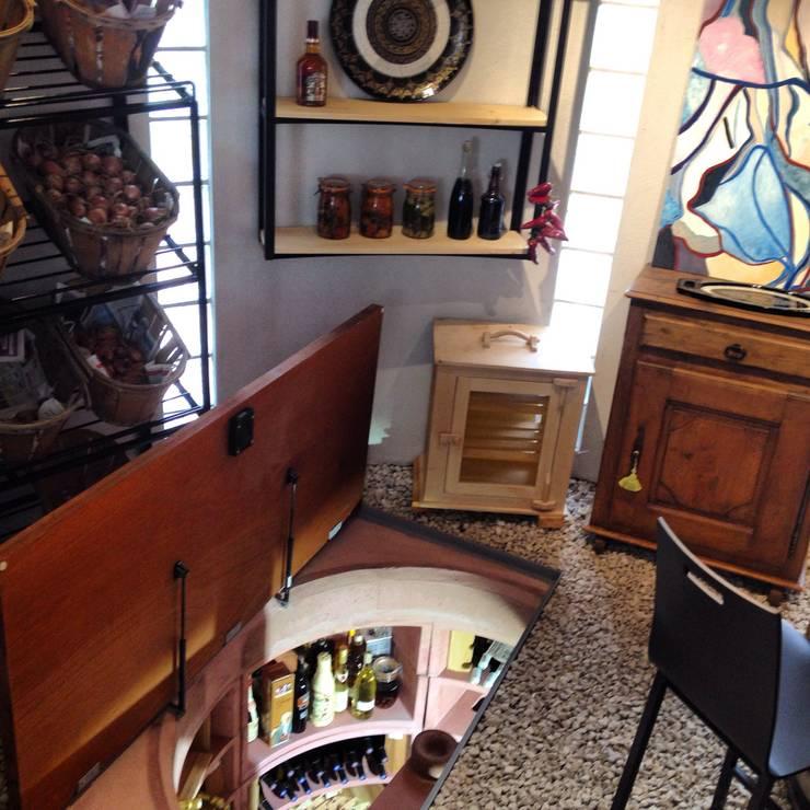 Helicave: Cave à vin de style  par Adriana Art Déco