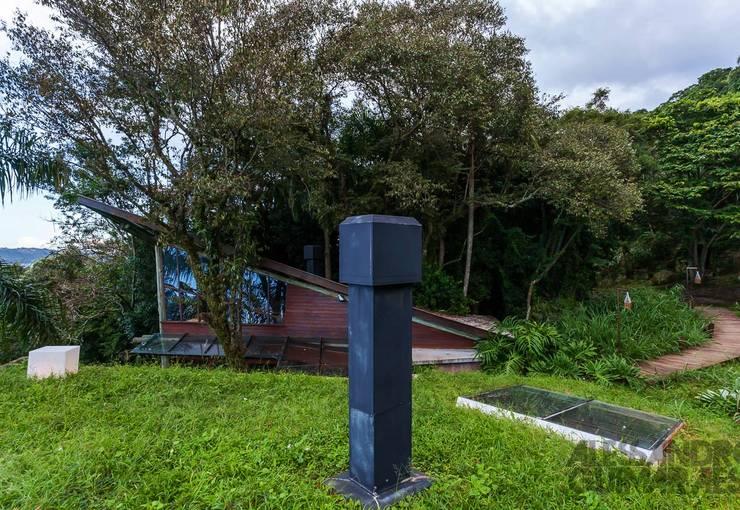 Casa da Floresta: Casas  por Ferraro Habitat