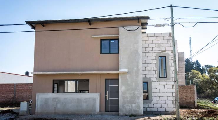 Casas  por Cooperativa de Trabajo Habitat y Construccion la Integral Ltda.