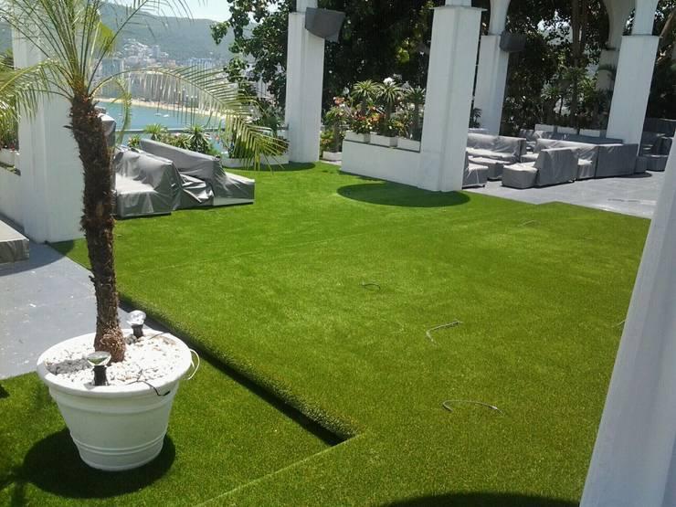 Pasto alfombra: Terrazas de estilo  por Arquiindeco