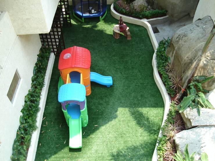 Pasto alfombra: Jardines de estilo  por Arquiindeco