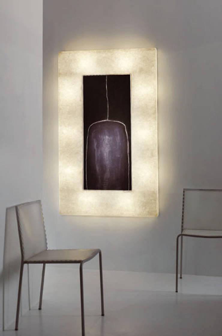 Lunar bottle 2: Soggiorno in stile  di in-es.artdesign