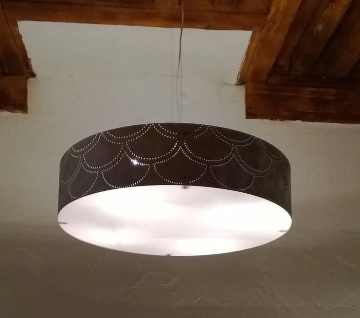 Ultralight !: Salle à manger de style  par elsa somano objets lumineux