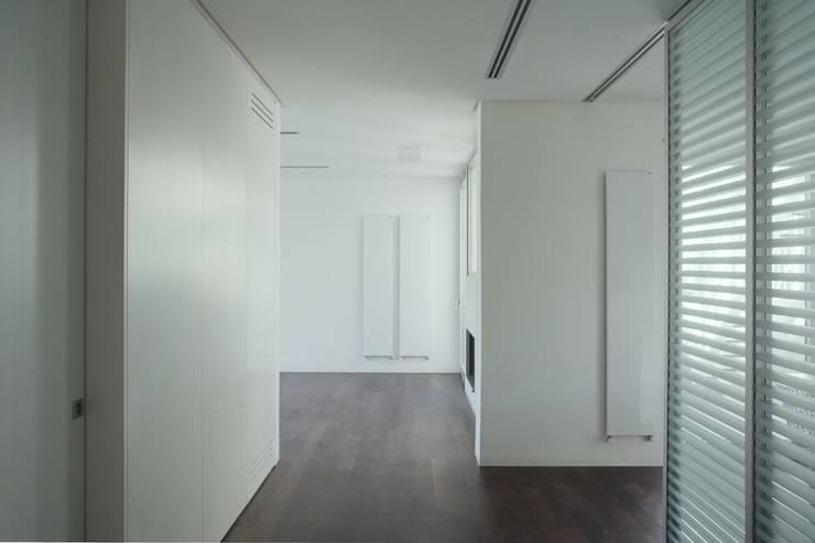 CASA M2:  in stile  di SMN Studio di Architettura,