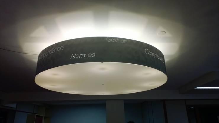 Suspension: Bureau de style de style Moderne par elsa somano objets lumineux