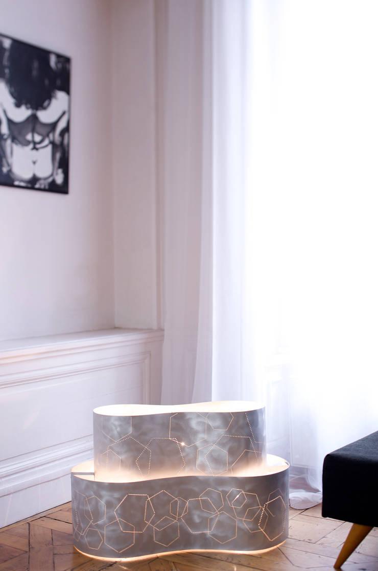 Pièce unique !: Salon de style de style Minimaliste par elsa somano objets lumineux