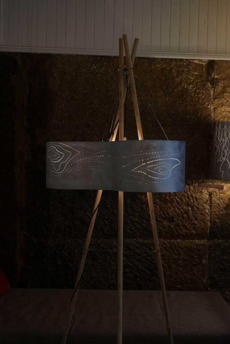 Tepee lamp' !: Salon de style  par elsa somano objets lumineux