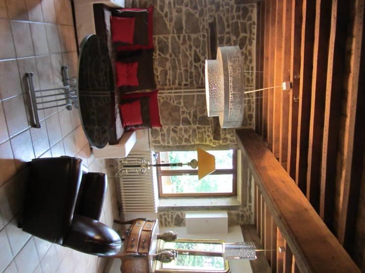 Suspension: Salon de style de style Moderne par elsa somano objets lumineux