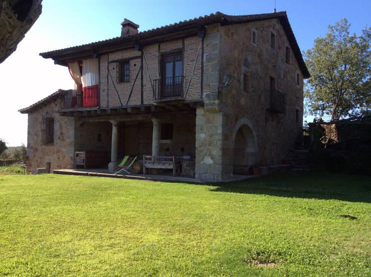 Vista de la casa.: Casas de estilo  de Anticuable.com