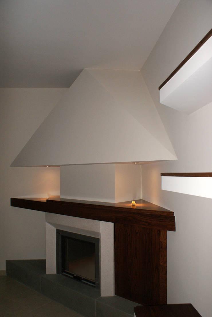 Casa Marcellina: Soggiorno in stile  di Antonio Saporito Architettura+design