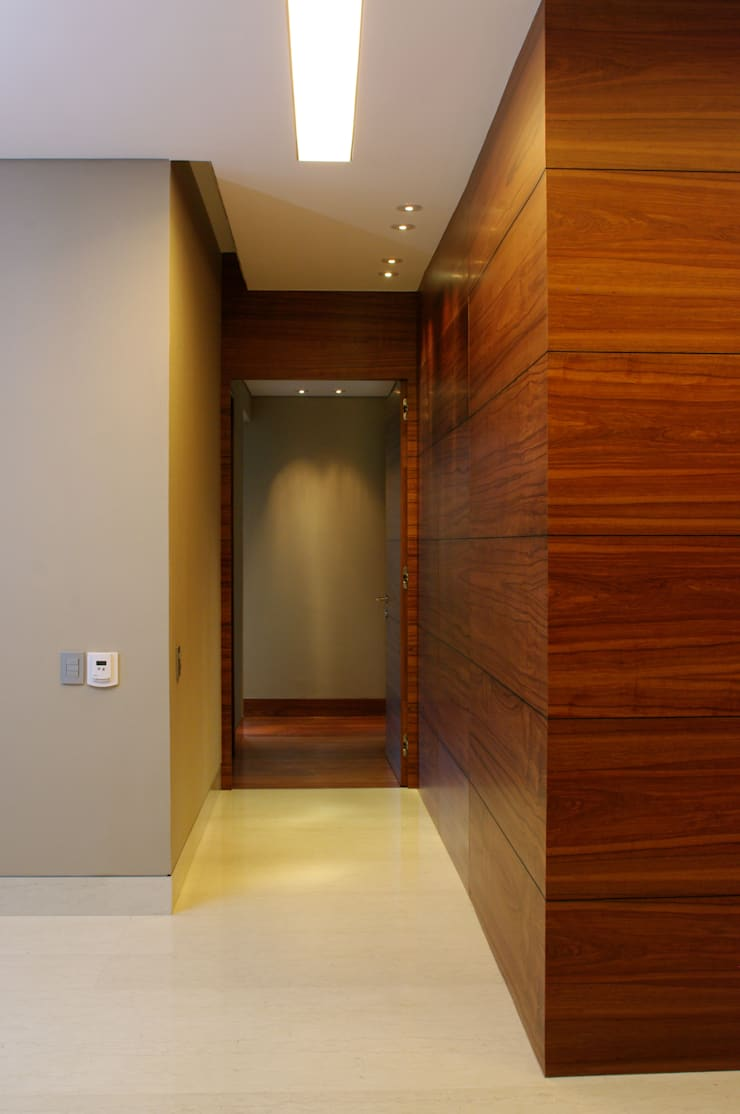 Hall Recamaras: Pasillos y recibidores de estilo  por ArquitectosERRE