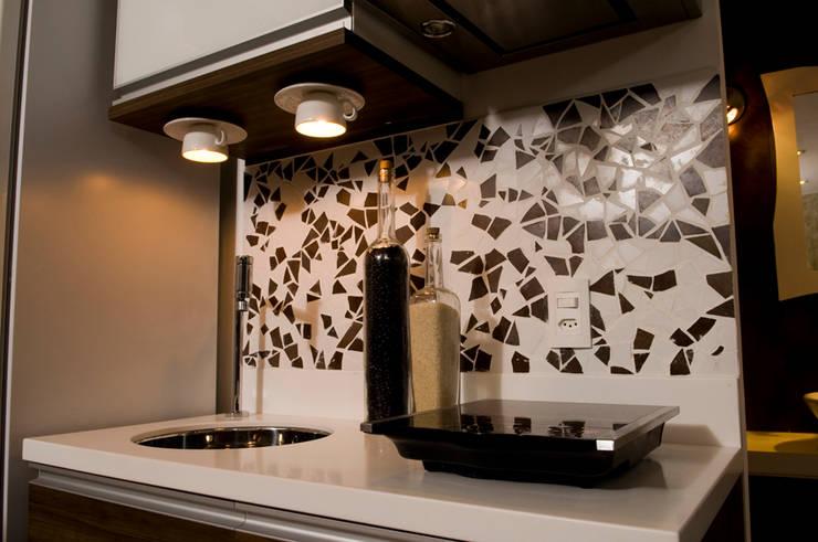 Loft-Container  20': Cozinhas  por Ferraro Habitat