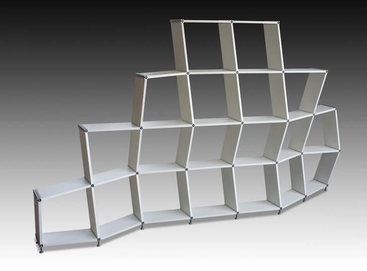 Regal aus Parallelogrammen: moderne Arbeitszimmer von Knelldesign