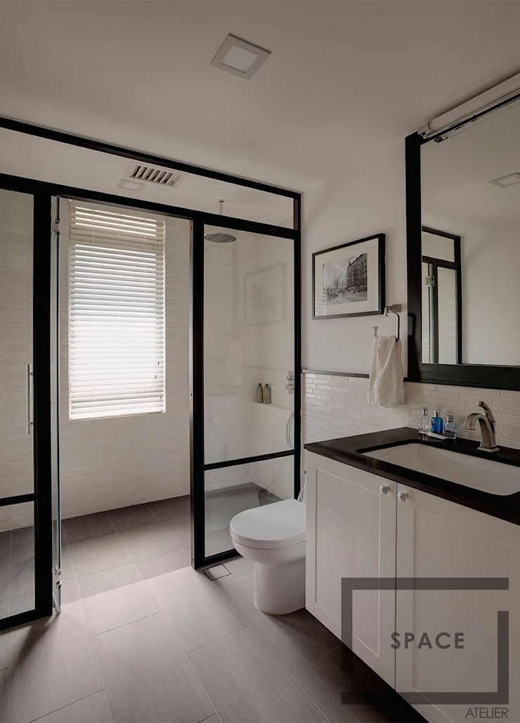 Blossomvale :  Bathroom by Space Atelier Pte Ltd
