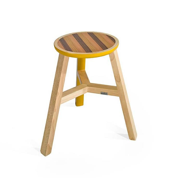 Mesas/ bancos Seven Little Helpers para Audiri: Sala de jantar  por Maria Bruno Neo | Product Designer